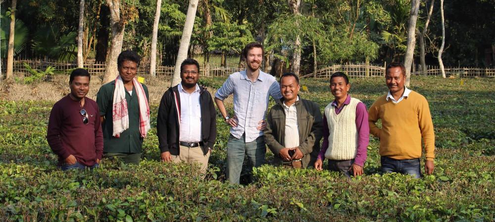 Jim et des producteurs en Inde